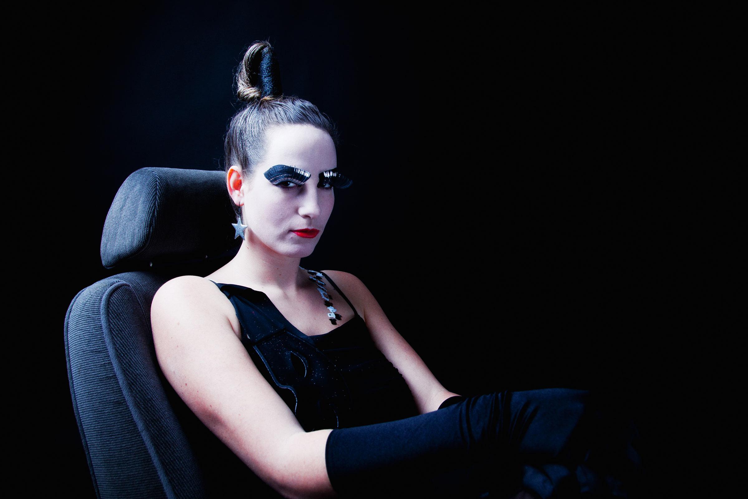 Portret dark glamour 4 door Juri Hiensch