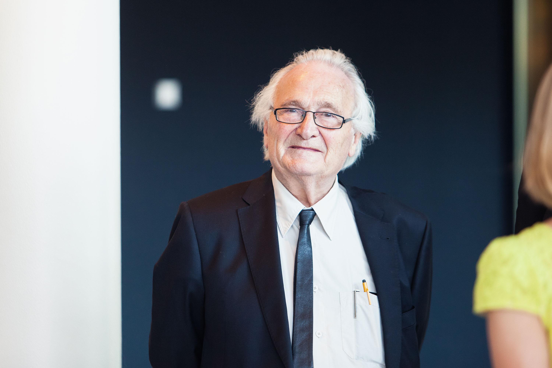 Herman Hertzberger tijdens de ingebruikname van TivoliVredenburg door Juri Hiensch