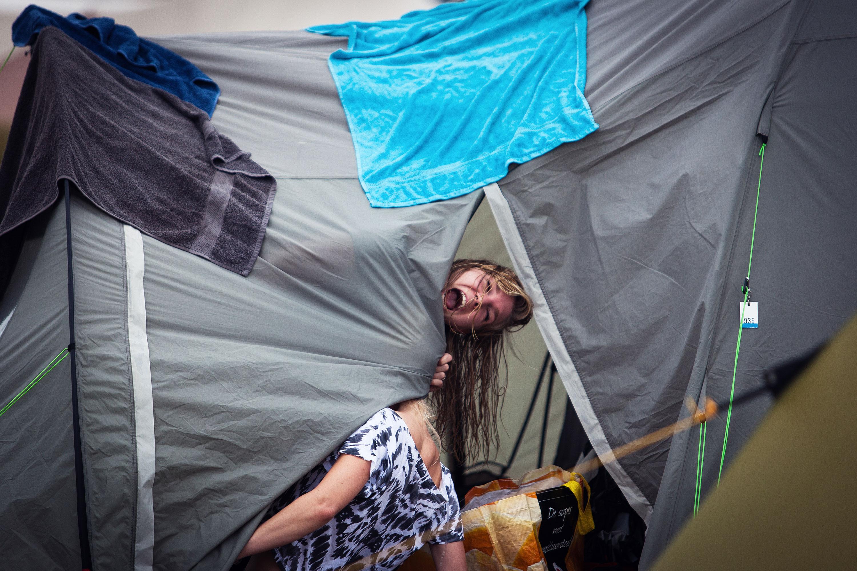Campinggasten @ Into the Grea Wide Open door Juri Hiensch
