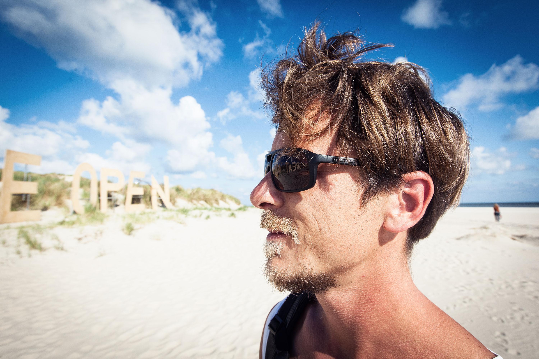 Portret @ Into the Grea Wide Open door Juri Hiensch