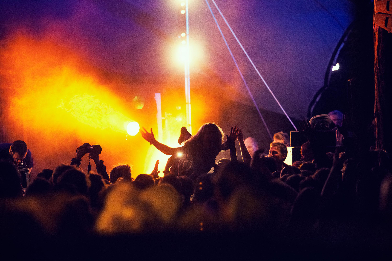 Crowdsurf @ Into the Grea Wide Open door Juri Hiensch